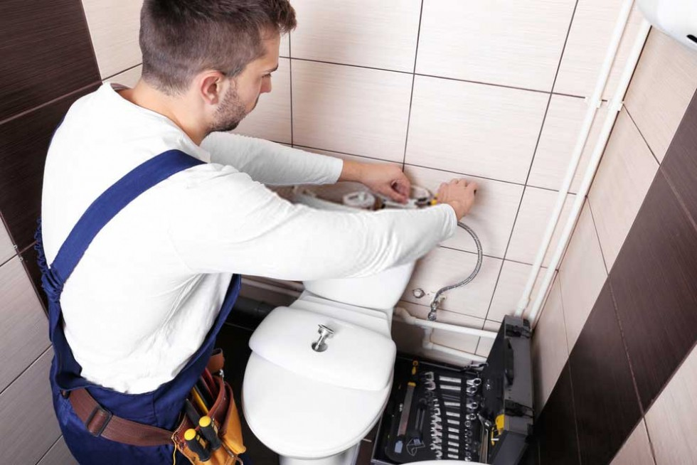 Can plumbers fix toilets?