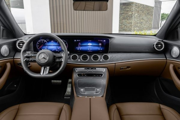 What is the difference between Mercedes e350 and e450?