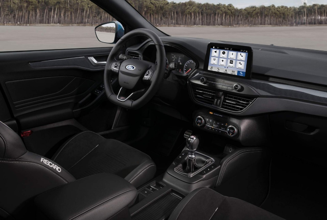 NEW MAKEUP FORD FOCUS DETAILED INTERIOR