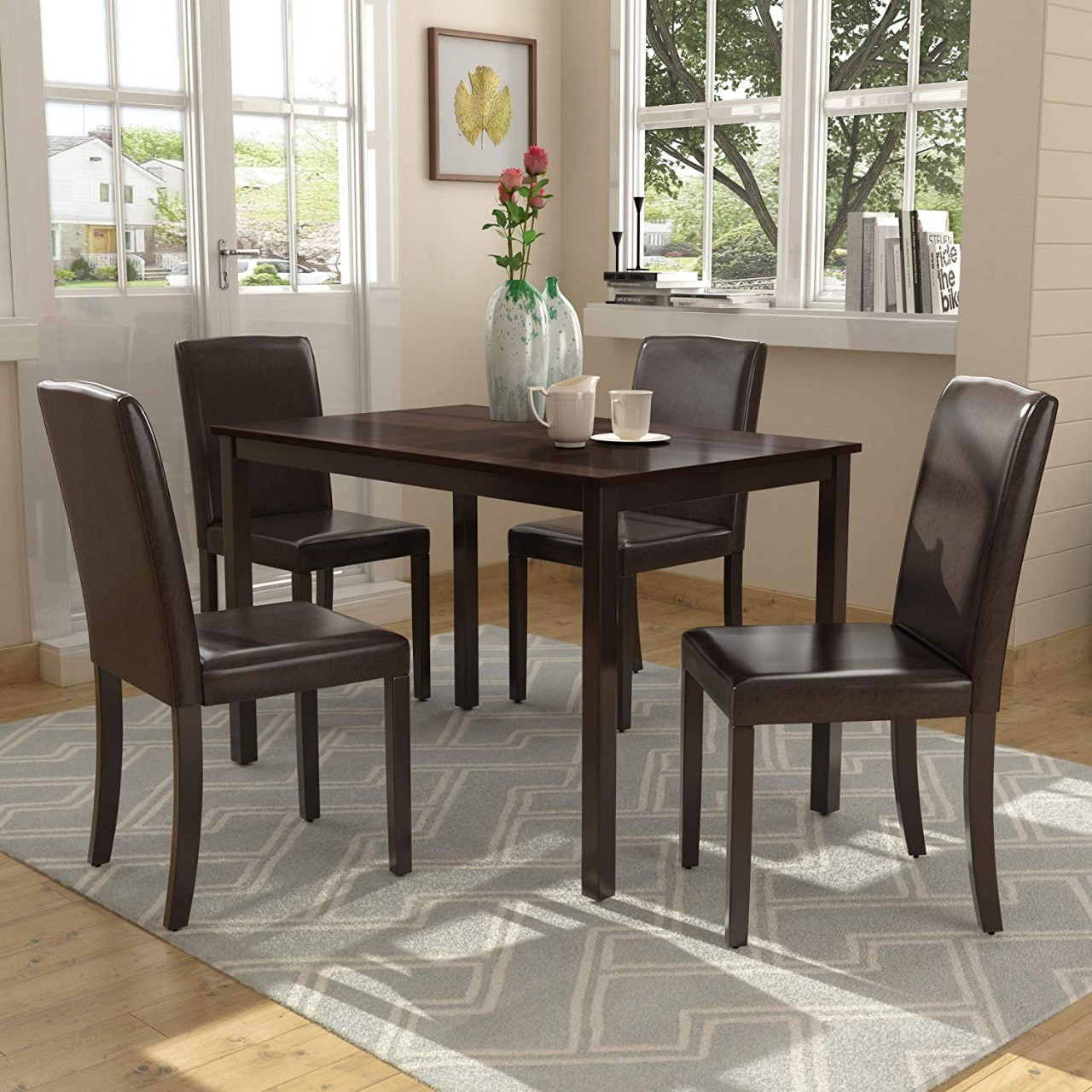 How to decorate a dining room table and chair?
